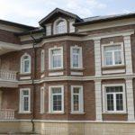 Всевозможные виды фасадов зданий и варианты материалов их отделки