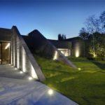 Игры света, цвета и тени — освещаем фасад загородного дома