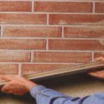 Как заштукатурить стену из кирпича: выбор состава и технология нанесения