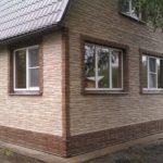 Заменяем каменный фасад на надежную реплику – сайдинг под натуральный камень
