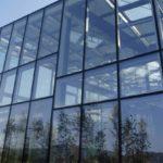 Обеспечение монолитности зданий при помощи структурного остекления их фасадов