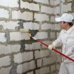 Как грунтовать стены перед штукатуркой