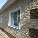 Отделка здания фасадными панелями под камень: основные преимущества и особенности технологического процесса