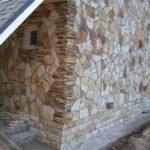 Особенности облицовки фасада дома натуральным камнем