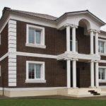 Преимущества декоративных элементов из пенополистирола для фасада и правила их монтажа