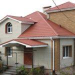 Отделка дома пластиковыми фасадными панелями — простота и эстетика