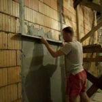 Что нужно знать о выравнивании стен по маякам своими руками