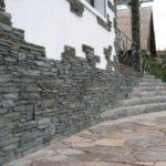 Использование искусственного камня для цоколя дома