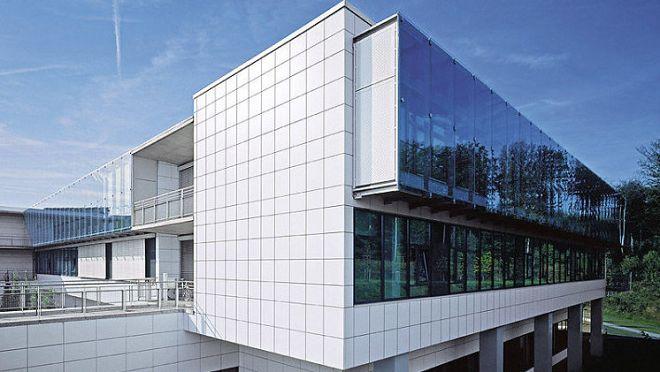 kombinirovanije-kompoz-panelej-i-stekla