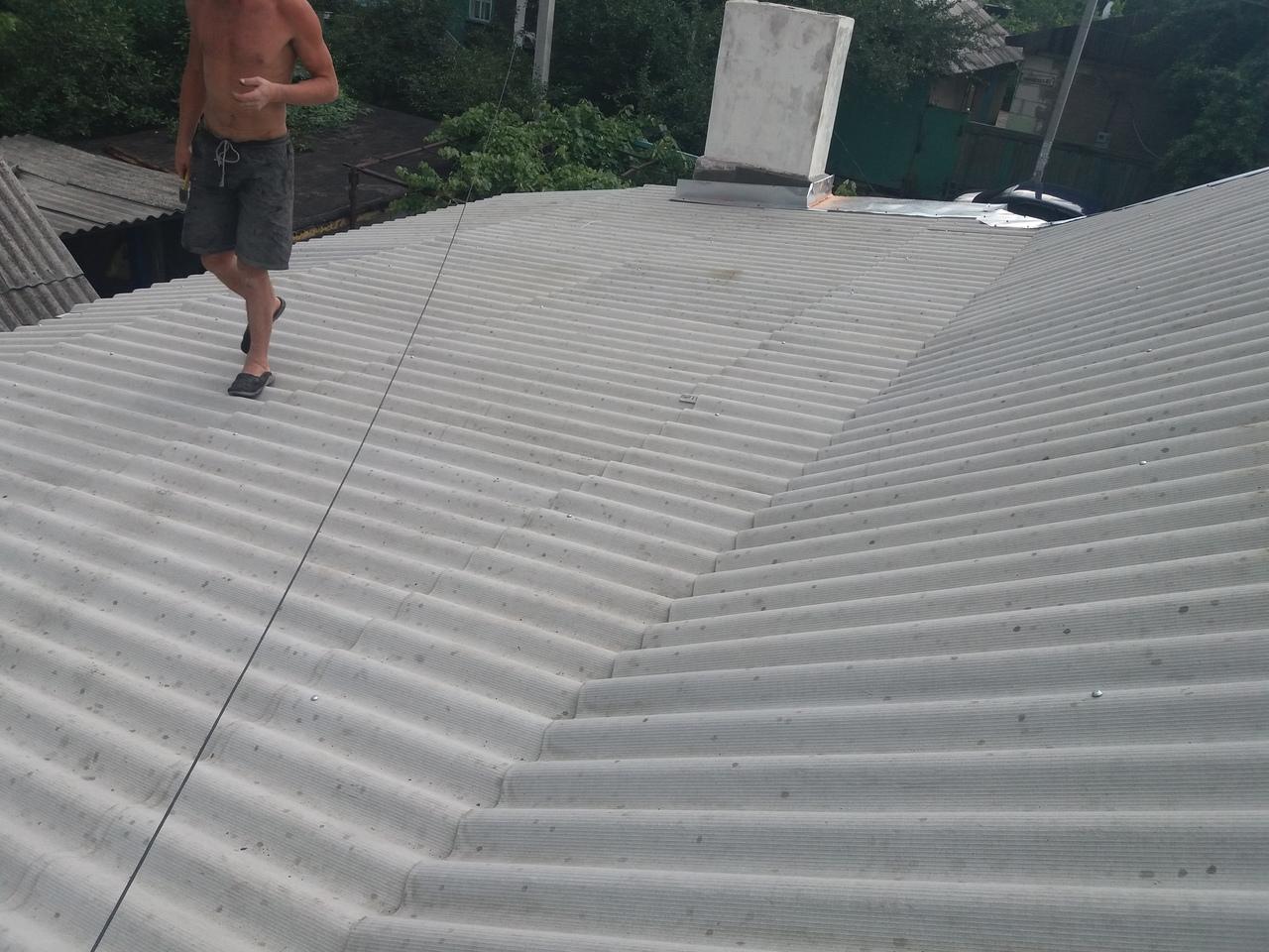 Как правильно отремонтировать шиферную крышу своими силами?